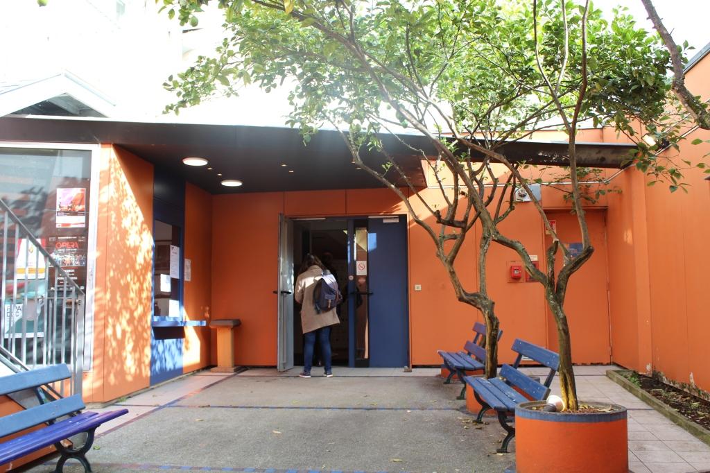 L'entrée du très excentré Colisée - © Lisa Rodrigues / Le Blog du FIPADOC